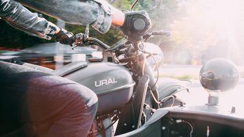 Заставки мотоцикл,классическа,надпись,руки,скорость,коляска,адреналин