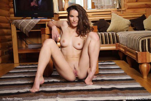 Бесплатные фото Myla,красотка,голая,голая девушка,обнаженная девушка,позы,поза,сексуальная девушка,эротика,Nude,Solo,Posing
