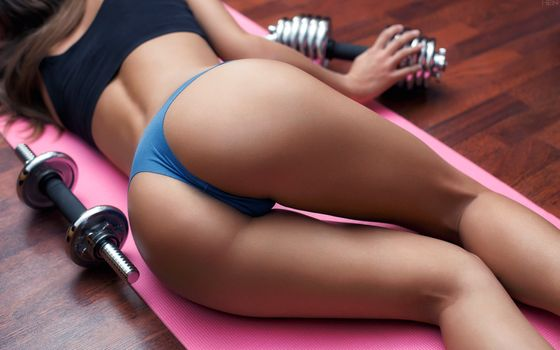 Athlete in tight panties · free photo