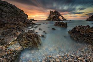 Вид на морские скалы