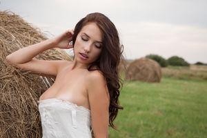 Photo free niemira, brunette, hay
