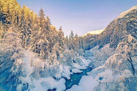 Заставки зима,горы,речка,деревья,снег,деревья в снегу,природа,пейзаж