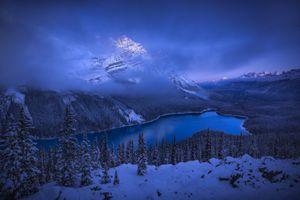 Фото бесплатно Peyto Lake, Banff National Park, Озеро Пейто, национальный парк Банф, Альберта, Канада, закат, зима, озеро, горы, деревья, пейзаж