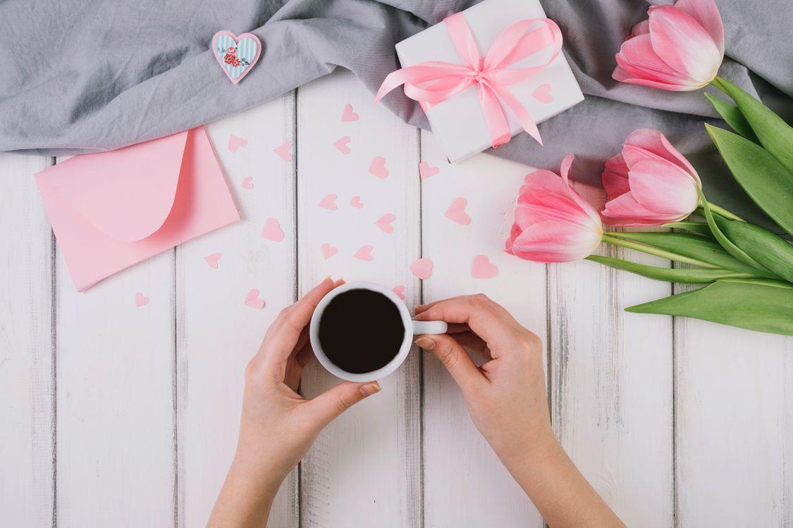 Фото бесплатно подарок, цветы, тюльпаны - на рабочий стол
