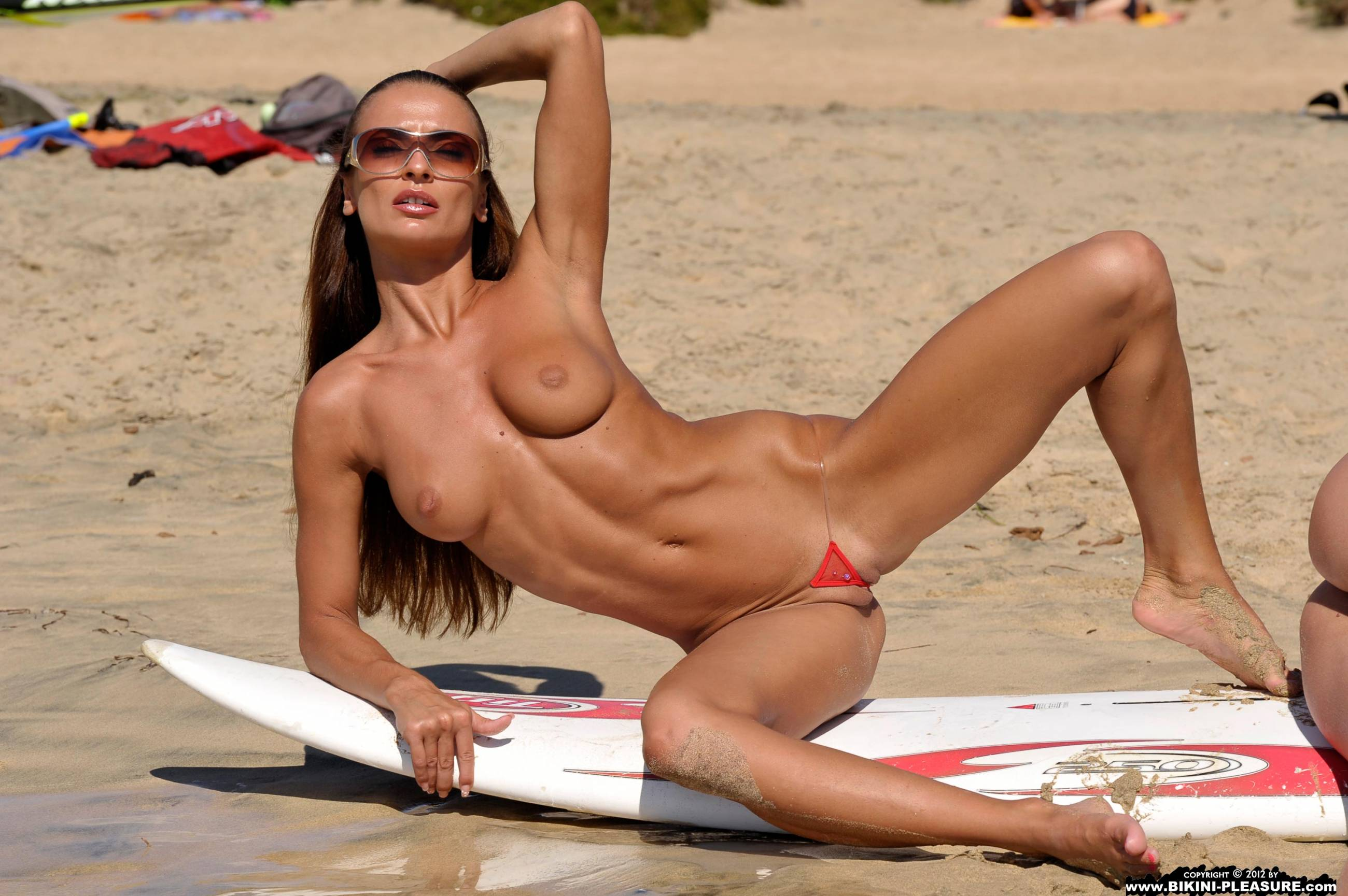 pictures-of-beach-women-in-sexy-bikinis-having-sex-crazy-womans-xxx-immagini