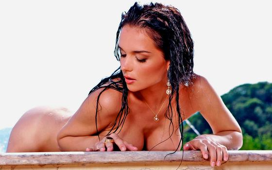 Бесплатные фото Женя Д,мокрая,бассейн,брюнетка,большие сиськи,загорелые,сиськи,попки,мокрые волосы