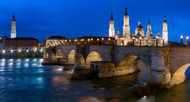 Бесплатные фото Кафедральный собор Богоматери Пилар,Сарагоса,Испания,ночь,иллюминация,ночные города