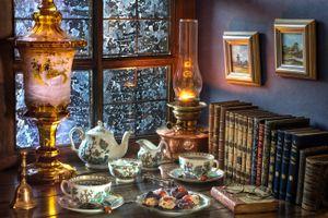 Бесплатные фото окно,книги,стол,чашки,лампа,картины,очки