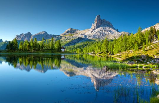 Photo free lake federa, bergsee, dolomite