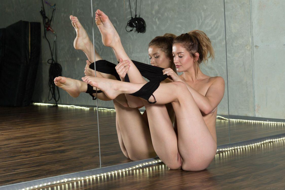 Картинка Dakota Burd, красотка, голая, голая девушка, обнаженная девушка, позы, поза, сексуальная девушка, эротика, Nude, Solo, Posing, Erotic на рабочий стол. Скачать фото обои эротика
