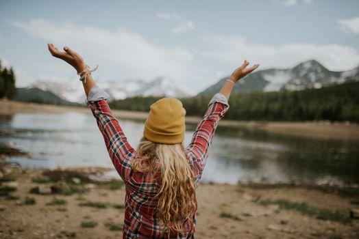 Бесплатные фото пешие прогулки,лес,мебель,ОИ,поход,путешествие,город,улица,Руки Вверх,приключение,свобода,бесплатно