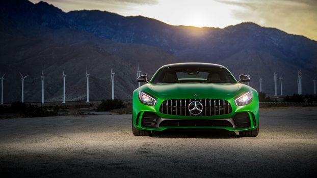 Mercedes AMG GT C зеленый на фоне гор