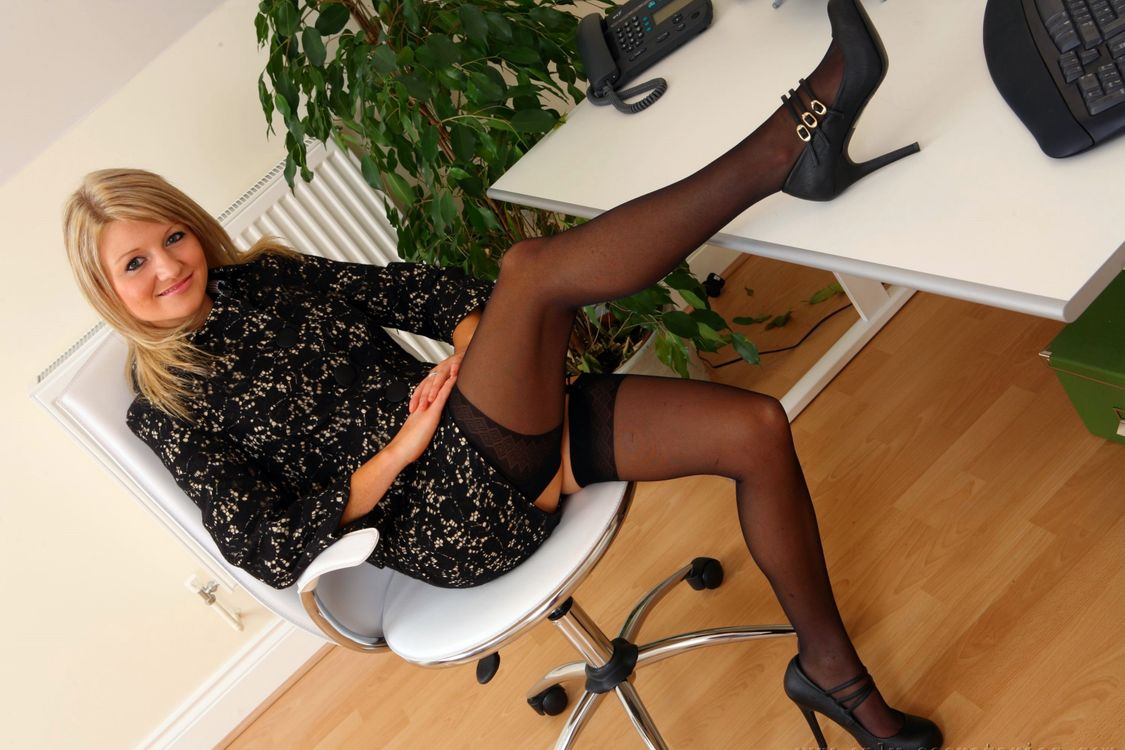 Фото бесплатно Liana Lace, Секретарши, Кресло - на рабочий стол