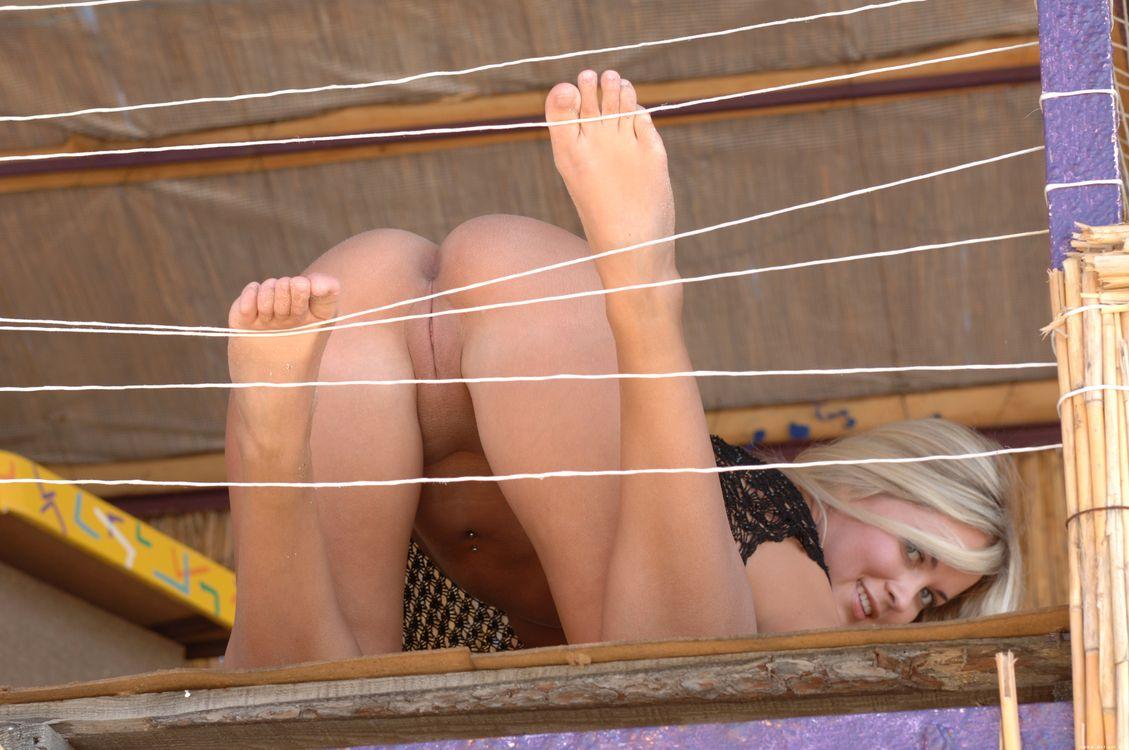 Фото бесплатно Позирует, Mira A, голая девушка - на рабочий стол