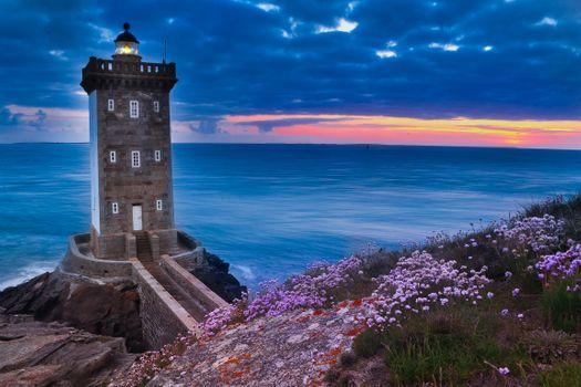 Бесплатные фото Kermorvan lighthouse,море,даль,облака,старый маяк,France,закат,маяк,сумерки,пейзаж