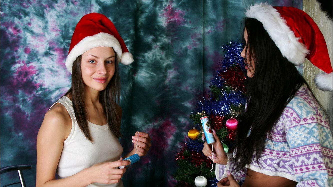 Фото бесплатно Вика, Камилла, брюнетка, 2 девушки, не ню, Рождество, улыбка, девушки