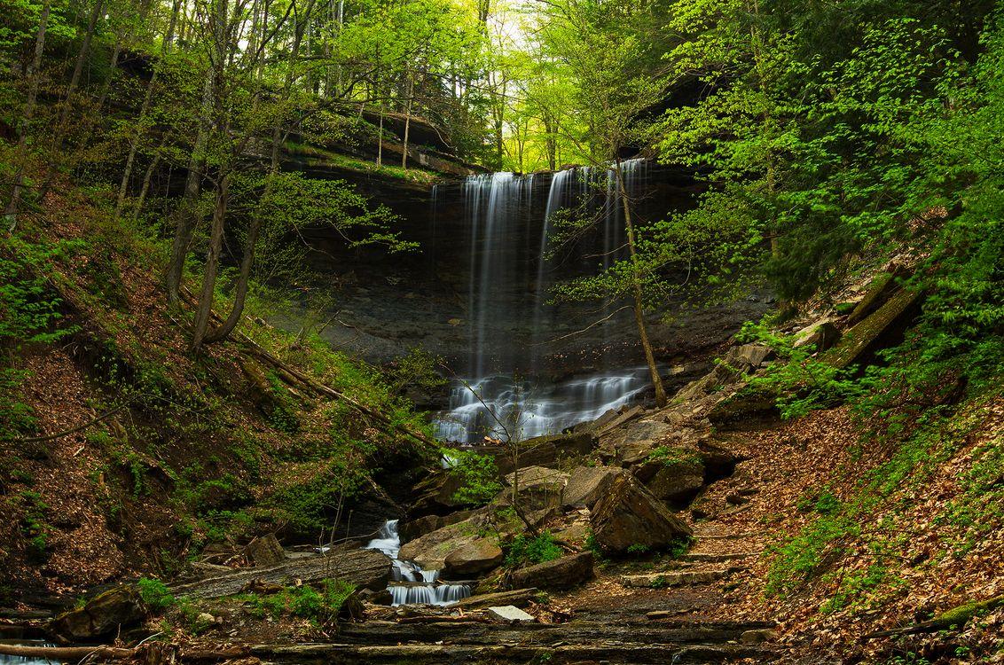 Осенний водопад · бесплатная заставка