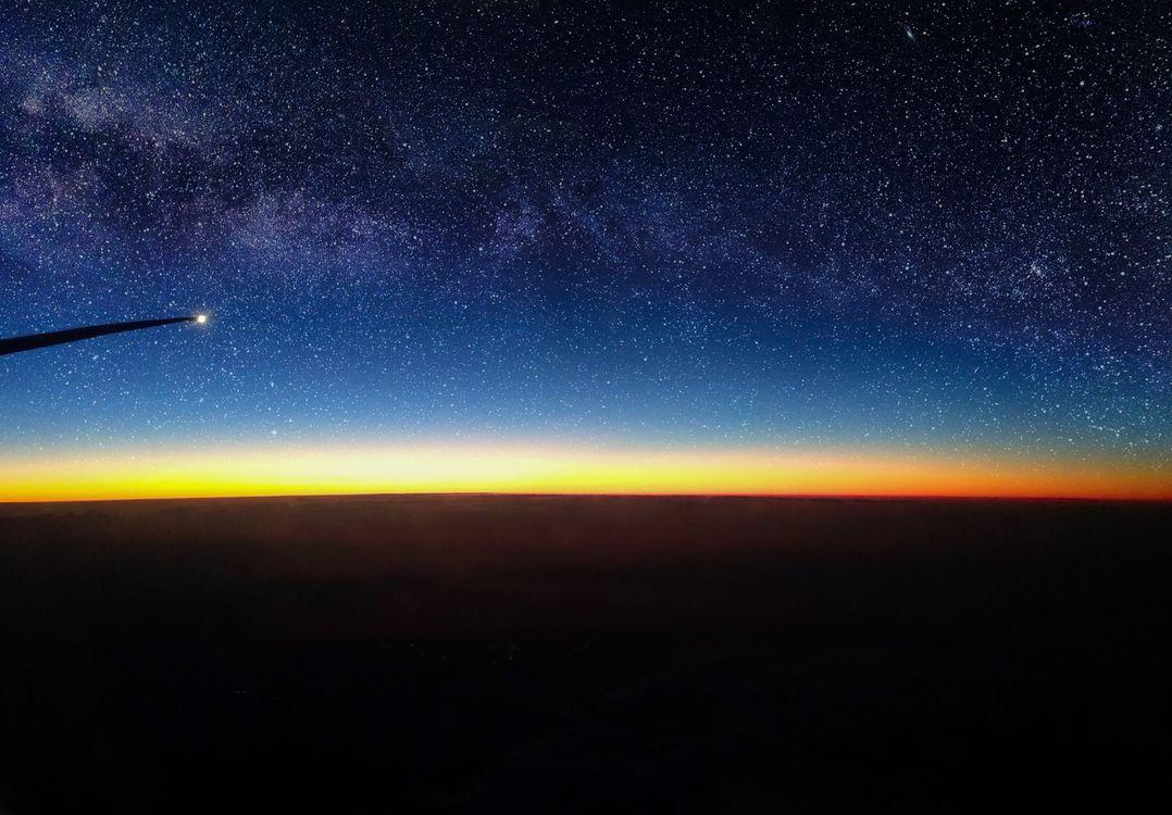 Фото бесплатно воздушный, посмотреть, звезды, восход, луна, млечный путь, галактика, самолет, космос