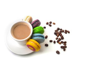 Фото бесплатно кофе, печенье, кружка, блюдце, кофейные зерна
