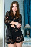Бесплатные фото Marta E,позирует,сорочка,черная,прозрачная,шатенка,красивая
