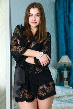 Бесплатные фото Marta E,позирует,сорочка,черная,прозрачная,шатенка,красивая,девушка,фотосет,прекрасная,длинные волосы,стоя