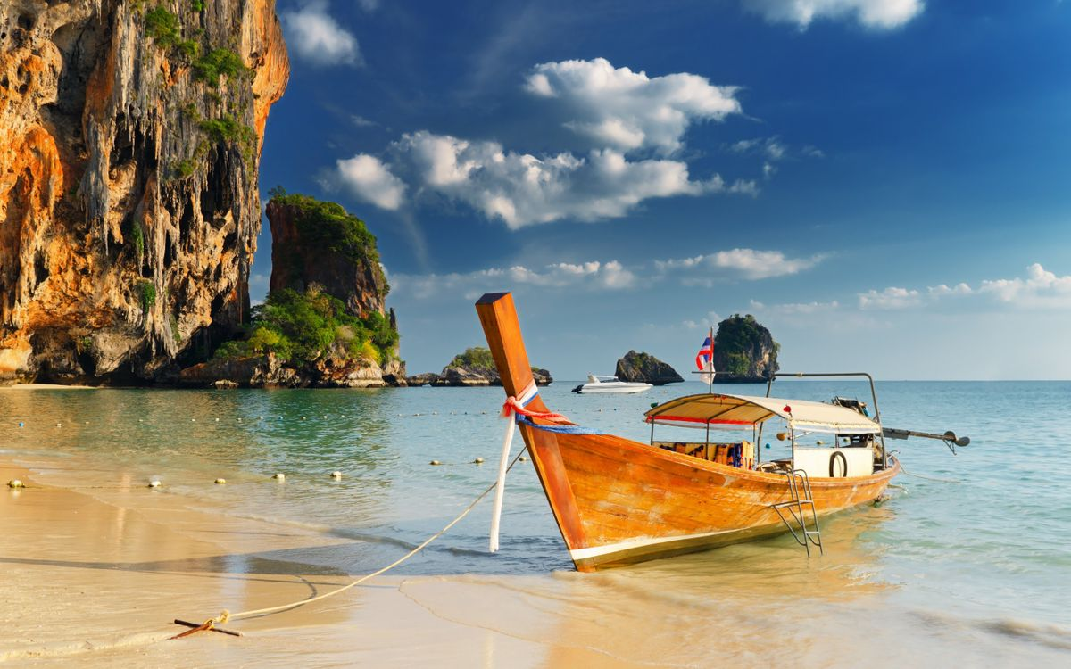 Обои пляж, лодка, природа картинки на телефон