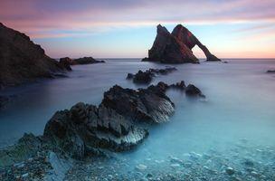 Острые морские скалы · бесплатное фото