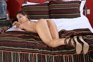 Бесплатные фото Kalina Ryu,Лилия,океан,брюнетка,кровать,голая,сиськи