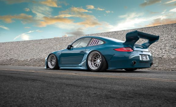 Photo free Porsche 911, big spoiler, big wheels