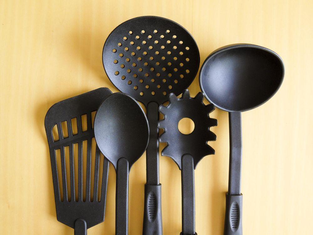 Обои стул, пища, кухня, осветительные приборы, ложка, готовить, продукт, спагетти, кухонная посуда на телефон | картинки еда