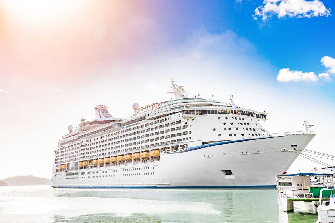 A large cruise ship · free photo