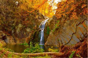 Фото бесплатно осенний водопад, осенние краски, скалы