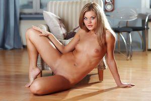 Бесплатные фото Pamelia,Flora A,красотка,голая,голая девушка,обнаженная девушка,позы