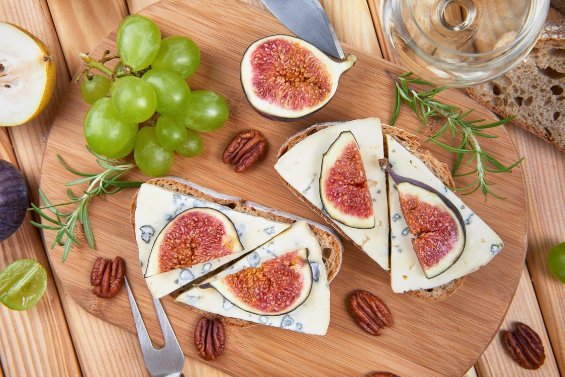 Free photo cheese, grapes, figs - to desktop