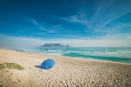 Бесплатные фото большой залив,Полуостров Кейп,Кейптаун,Южная Африка,морской пейзаж,прибой,волна,океан,море,пляж,зонтик,песок