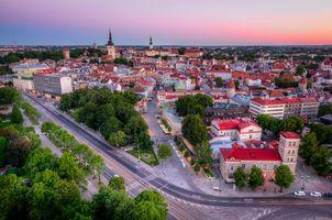 Заставки Tallinn Old Town,Estonia,закат,город,дома,дороги,городской пейзаж