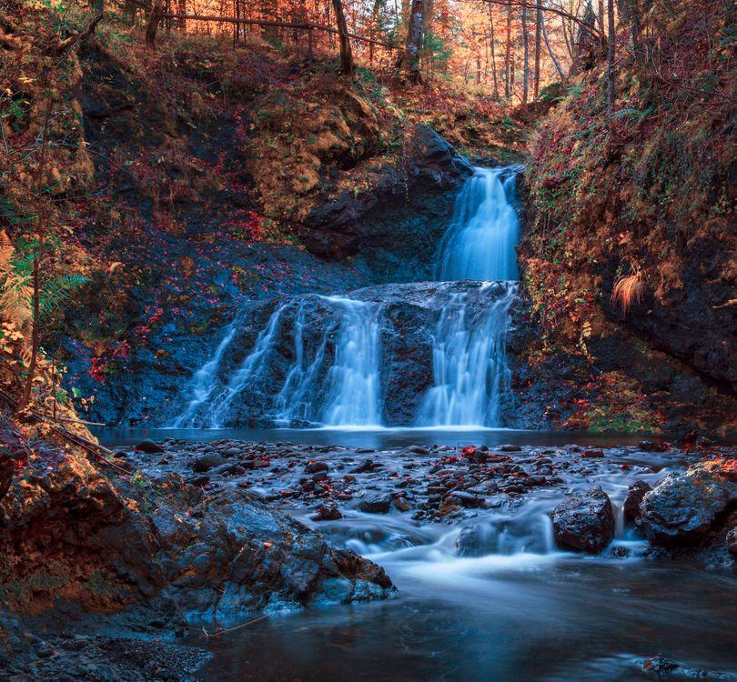 Обои осень, водопад, скалы, лес, деревья, природа, пейзаж на телефон | картинки пейзажи