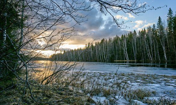 Замерзшее озеро Финляндии