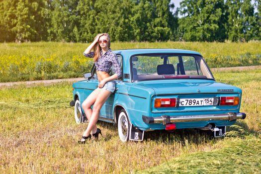 Бесплатные фото ВАЗ- 2106,автомобиль,Жигули,классика,девушка