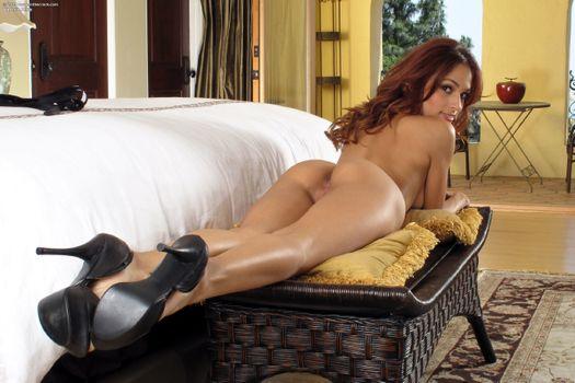 Бесплатные фото Валери Риос,латина,жопа,пизда,половые губы,загорелые,обнаженные,длинные ноги,каблуки