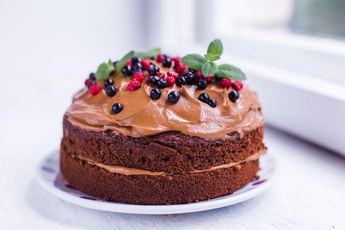 Фото бесплатно торт, крем, шоколадный, ягоды, еда