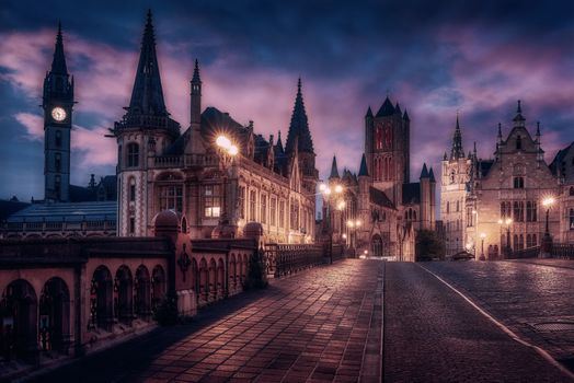 Photo free night city, a town in Flanders, Belgium