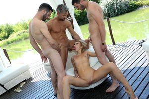 Бесплатные фото Katrin Tequila,миньет троим,отсос,огомный член,секс с мужиком,мужик,трахает девушку