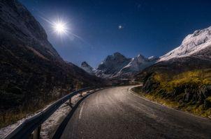 Ночная дорога в горах · бесплатное фото