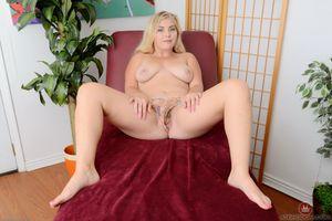 Бесплатные фото Chanele Carson,блондинка,распространение ноги,волосатые,соски,Шанель Карсон,сиськи