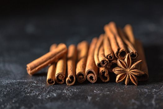 Photo free cinnamon, molds star anise, tubes