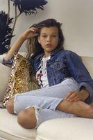 Бесплатные фото Милла Йовович,модель,актриса,брюнетка,зеленые глаза,красная помада,джинсовая куртка