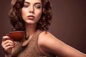 Бесплатные фото взгляд,макияж,кофе,прическа