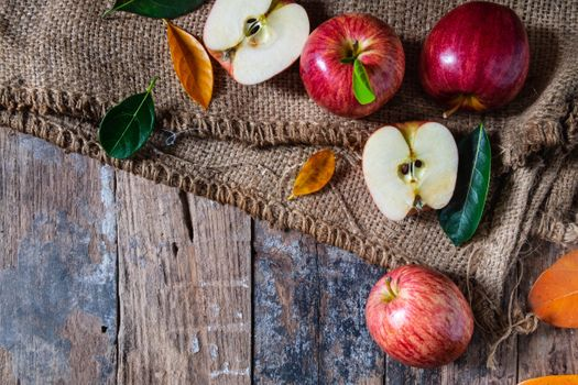 Apples and burlap · free photo