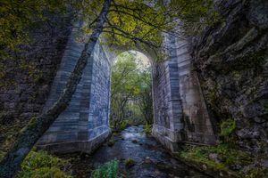 Бесплатные фото мост,речка,арка,деревья,течение,скалы,осень